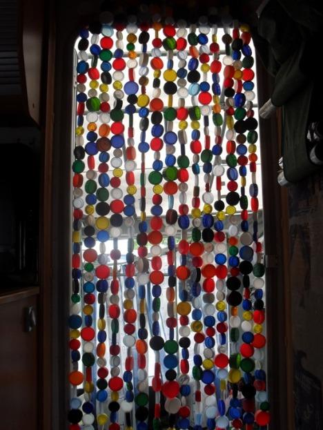 Magia de viver como fazer uma cortina de tampinha de - Cortinas para puertas ikea ...